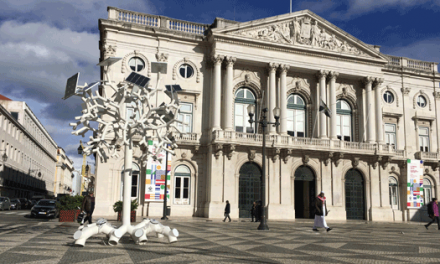 """Sharing Cities """"planta"""" uma árvore tecnológica solar em Lisboa"""