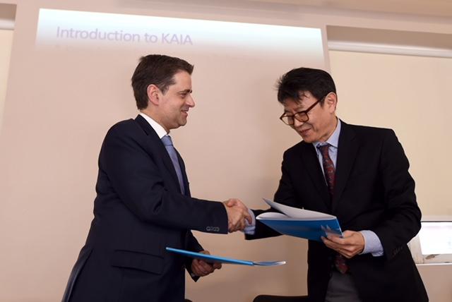 Assinatura da parceria entre os representantes das duas cidades.@sergiofreitas