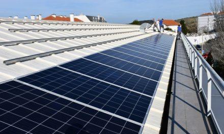 Central fotovoltaica instalada no edifício da câmara municipal de Torres Vedras