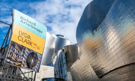 """Painéis publicitários do museu Guggenheim em Bilbao purificam o ar de forma """"semelhante à das árvores"""""""