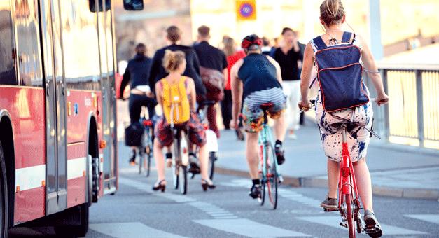 Jovens europeus apontam mobilidade como prioridade para chegar à neutralidade carbónica nas cidades