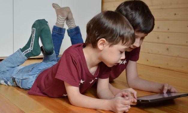 """BeeFluent: uma plataforma educativa para """"evoluir na leitura"""" a partir de casa"""